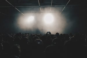 crowd-789652_1920